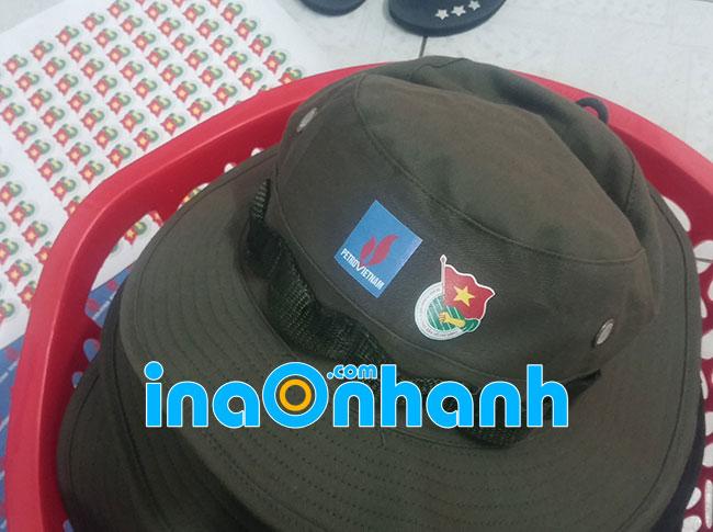 in logo lên mũ