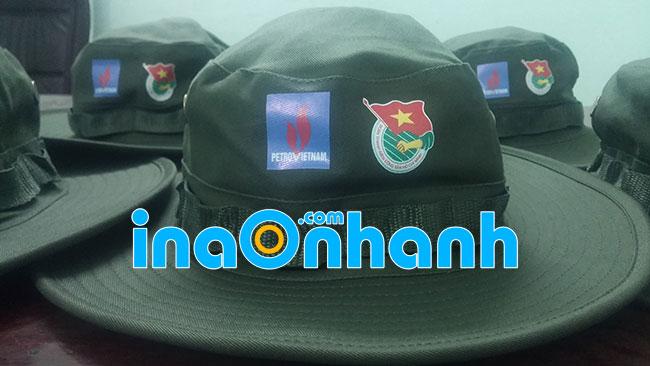 in logo lên mũ bằng decal nhiệt
